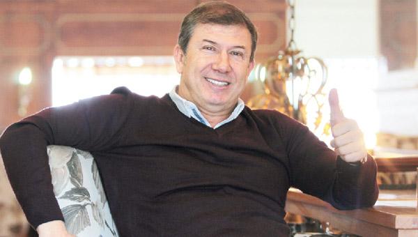 Bir dönemin ünlü futbolcusu, şimdinin futbol yorumcusu Tanju Çolak, İstanbul'da gözaltına alındı. Mafya operasyonunda yakalanan Çolak'ın Ankara'ya götürüldüğü bildiriliyor